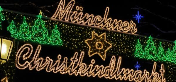Erleuchtete Schrift des Münchner Christkindlmarktes