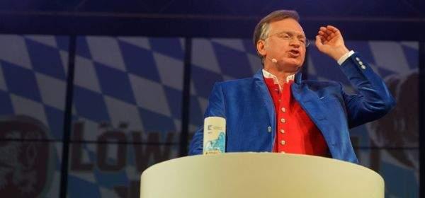 Christian Springer beim Starkbieranstich im Löwenbräukeller