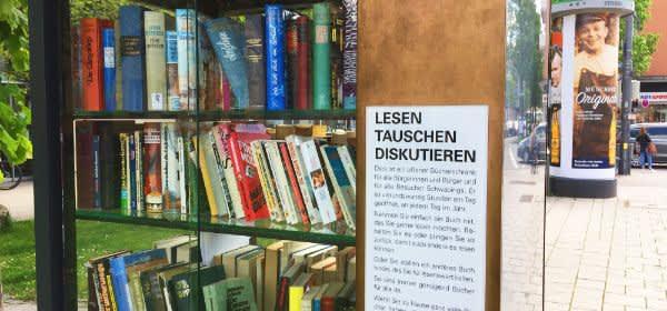 Bücherschrank vor dem Nordbad
