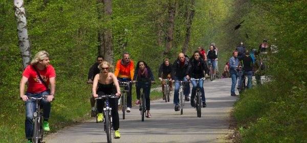 Fahrradfahrer an der Isar