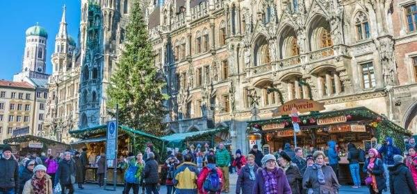 Christkindlmarkt am Marienplatz tagsüber