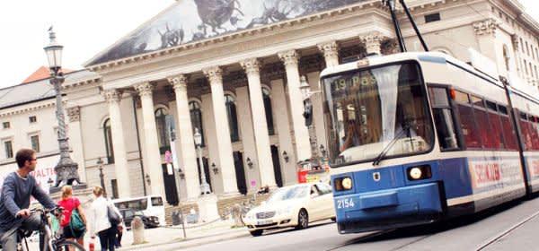Tram 19 an der Oper am Max-Joseph-Platz