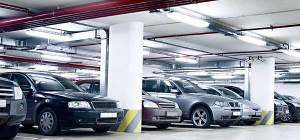 Autos im Parkhaus