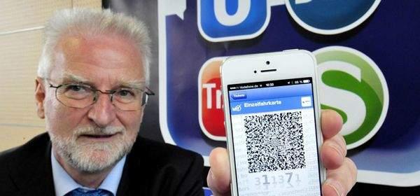 MVG Chef König zeigt das neue HandyTicket