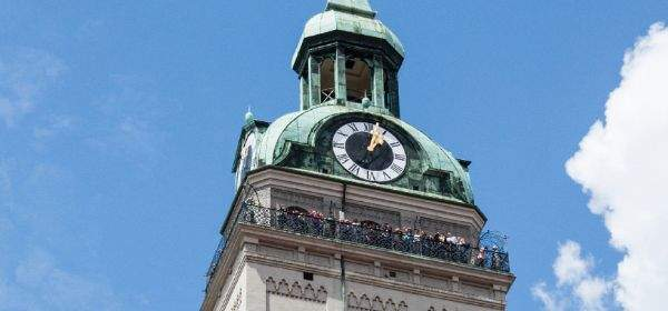 Alter Peter: Turm und Uhr