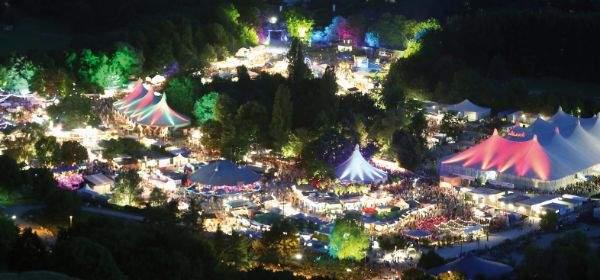Das Tollwood Sommerfestival im Olympiapark.