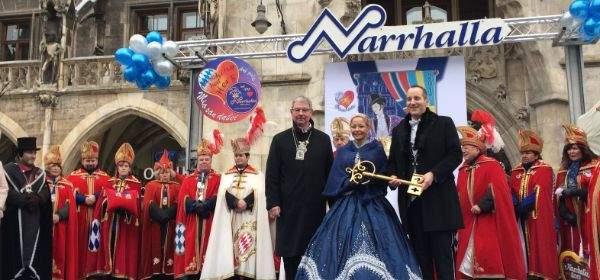 Die Inthronisation des Faschingsprinzenpaares Petra IV. und Christian III. auf dem Marienplatz in München am 14.1.2017