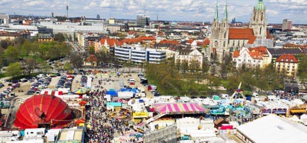 Panorama vom Frühlingsfest auf der Theresienwiese