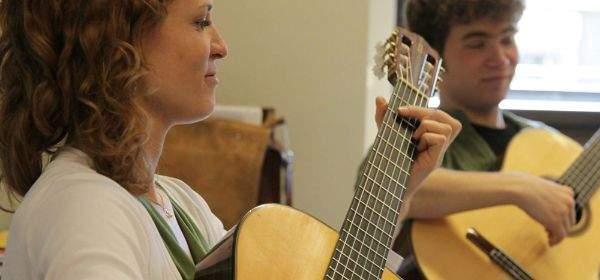 Gitarrenspielende der Hochschule für Musik und Theater