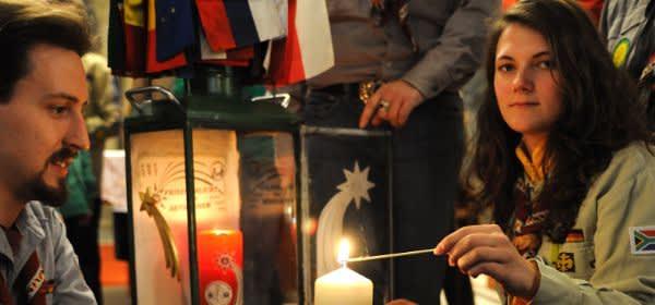 Pfadfinder mit dem Friedenslicht aus Bethlehem