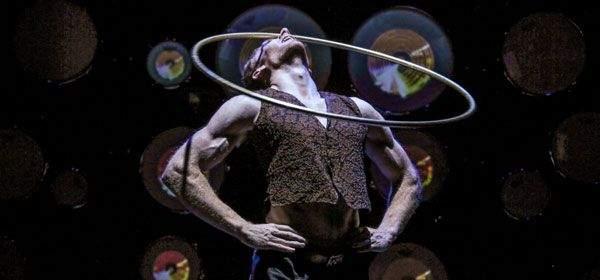 "Akrobatik mit Ring in der Show ""Impulse"""