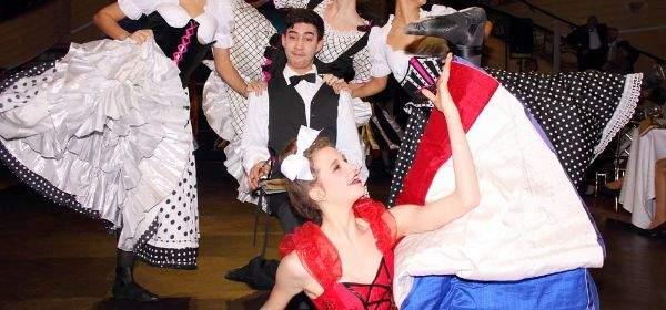 Balletttänzer auf dem Magnolienball