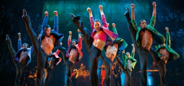 Tänzer des Ballett Revolucion auf der Bühne