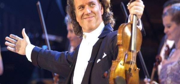 Der Stargeiger André Rieu auf der Bühne.