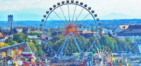 Wiesn-Panorama bei Tag.